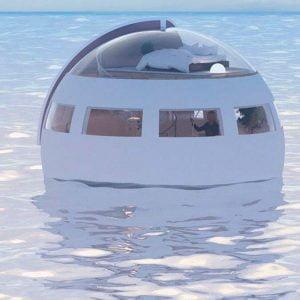 Добраться до острова аттракционов в плавающей капсуле